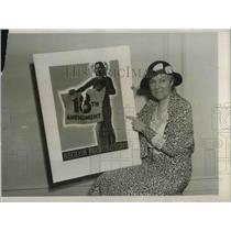 1931 Press Photo Mrs. John S. Sheppard exhibiting the prize-winning poster.
