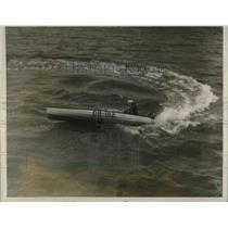 1928 Press Photo William Harris at the wheel in outboard Motorboat race in N.Y.