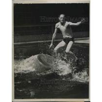 1935 Press Photo Vic Greenwood, Canadian Champion Log-Roller