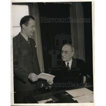1934 Press Photo World's fair Pres R.C. Dawes presents J.Mattern Air Ambassador