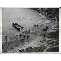 1943 Press Photo Practice Invasion executed by U.S. Troops on British Shore.
