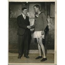 1928 Press Photo Dr Otto Pelzer congratulating Lloyd Han - nes11138