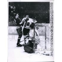 1961 Press Photo Rangers Camilla Henry scores vs Black Hawks Goalie Glenn Hall