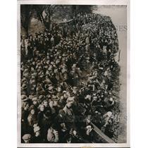 1937 Press Photo Crowd Watches Crew Race Between Oxford & Cambridge - nes11458