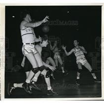 1943 Press Photo NYC, George Cheverko of Fordham vs Paul Konyha of W& J
