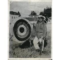 1932 Press Photo Native American Archer Grant Becorah Hits The Bullseye
