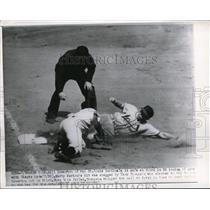 1950 Press Photo St. Louis Cardinals Bull Howerton Safe At Third In 2nd Inning