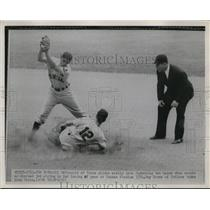 1951 Press Photo Gil McDougald, New York Yankees, Ray Boone, Cleveland Indians