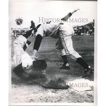 1952 Press Photo Bobby Avila 2nd Baseman Indians Out By Bobby Thompson Giants