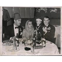 1938 Press Photo Peppy D'albruo and His Puppet Entertain Couple at Dinner Table