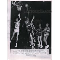 1953 Press Photo Walt Dukes Drives by Dayton's JimPaxson to score Other players