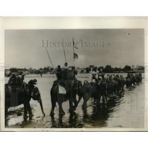 1927 Press Photo Party of Hunters on Elephants Crossing Into Jumna at Sakraya