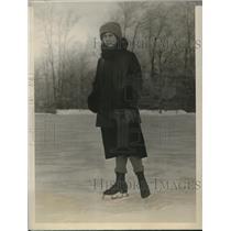 1927 Press Photo Olive Whitman Ice Skates at Lake Placid Club New York