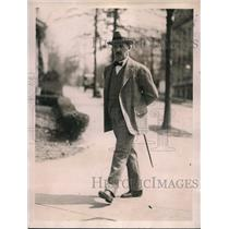 1922 Press Photo Dr. Don Rafael Elizalde on Morning Walk on Mass Ave. in Boston