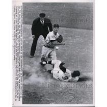 1955 Press Photo Senators Carlos Paula out at 2nd vs Tigers Marty Kuenn