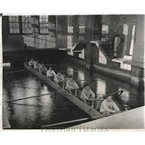 1930 Press Photo Veteran Rowing Coach Richard Glendon with Naval Academy Crew