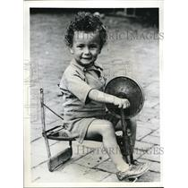 1941 Press Photo Young Michael Lamb Doesn't Let Broken Tricycle Deter Him