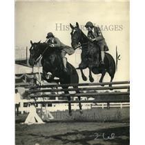1925 Press Photo Mildred Greble ,Alice James Pairs Hunter class Natl Horseshow