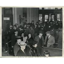 1937 Press Photo Crowds in Evansville on buying tickets to leave the flood area