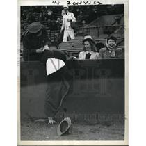 1942 Press Photo Fan overreached the ball at Red Sox and Athletics games