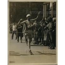 1927 Press Photo Whitey Michaelson Finishing Bronx to City Hall Marathon