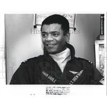 1989 Press Photo Navy pilot Lt. Drew Brown at Warrensville High School