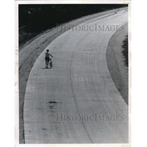 1970 Press Photo Biking alone at the Interstate Highway through Louisville