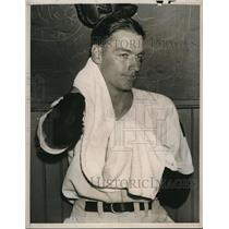 1940 Press Photo Wash DC Sid Hudson rookie with Nationals - nes19956