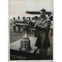 1933 Press Photo Bombardment Squadron, Charles H. Howard Receives MacKay Trophy