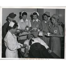 1953 Press Photo Red Cross Michalske, Otis, Pritchard,Gates, Calvert, Tilley,Few