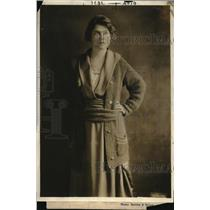 1918 Press Photo Amanda Byrd for the FOB Kitchen Door rally for war garden comm.