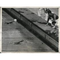 1932 Press Photo 100 meter freestyle at Xth Olympiad M Saville wins - nes21401