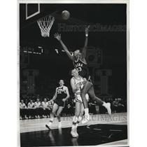 1962 Press Photo Bonnies M Aiken, T Hannon vs Seton Hall's M Murray - nes21696