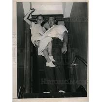 1936 Press Photo Jack Toppance shotputter & Katherine Rawls in NYC - nes21821