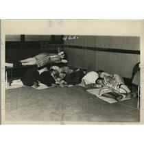 1925 Press Photo People sleeping at local #22