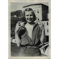 1939 Press Photo Mrs. Helen Gollthen, Rewarded for her 24-pound King Salmon