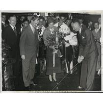 1933 Press Photo Denny Shute & wife with Phila Pa mayor Moore - nes22145