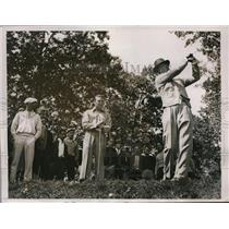 1935 Press Photo Ly Lafoon, Craig Wood tee off in practice for Ryder Cup in NJ