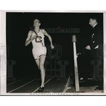 1938 Press Photo Boston Mass Howie Welch of Cornell wins 2 mile race - nes22230
