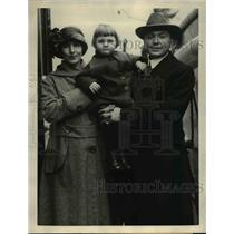 1923 Press Photo Charles South with his wife and their baby