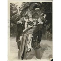 1925 Press Photo Elizabeth Nelson Queen of Float, Billy Wingate, Arthur Solomon