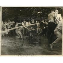 1926 Press Photo Freshmen & Sophomores of George Washington Univ in a Tug-of-War
