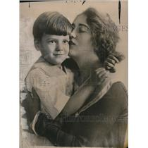 1917 Press Photo Lucie Lacoste,a novelist with her son