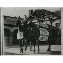 1933 Press Photo Bernard Rattner Rides horseback from Texas to World Fair