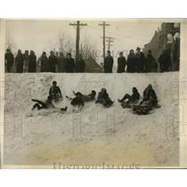 1927 Press Photo Quebec Canada people sledding at Chateau Frontenac