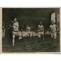 1931 Press Photo British and American athletes at Stamford Bridge - nes23544
