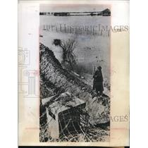 1944 Press Photo Nazi Soldier post surrounded by Flooded by German small Dike