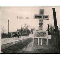 1923 Press Photo Warning cross sign at site Stanley Berry killed near Cinncinati