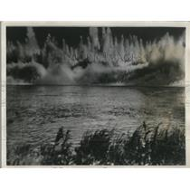 1932 Press Photo Ton and a quarter of Dynamite was set off in Starved Rock Pool