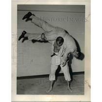 1954 Press Photo Ken O'Connel thrown by Bill Gavel on a judo match